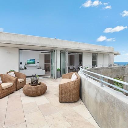 Wicker outdoor lounge setting